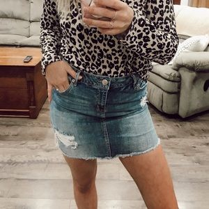 women's distressed jean skirt size 5/6
